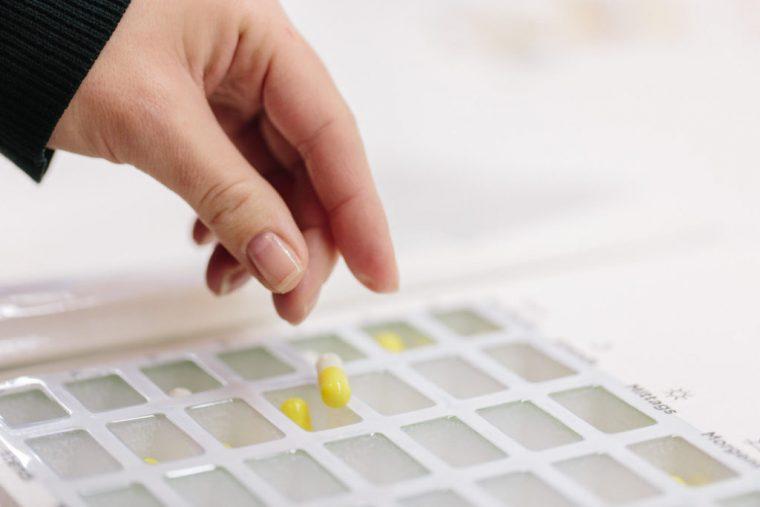 Verteilung von Medikamenten Angebot der Einhorn Apotheke, Straubing